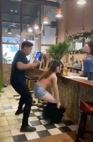 Ra thanh toán mới phát hiện ra để tiền ở quần trong, cô gái có hành động cực sốc khiến cộng đồng mạng tranh cãi - Ảnh 2.
