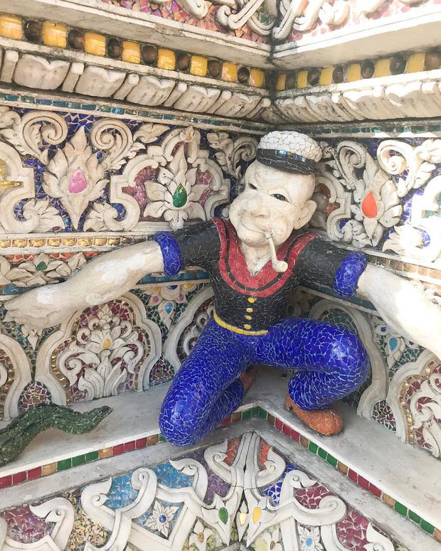 Ngôi chùa Thái Lan có tượng David Beckham và Pikachu đặt dưới bệ thờ - Ảnh 11.
