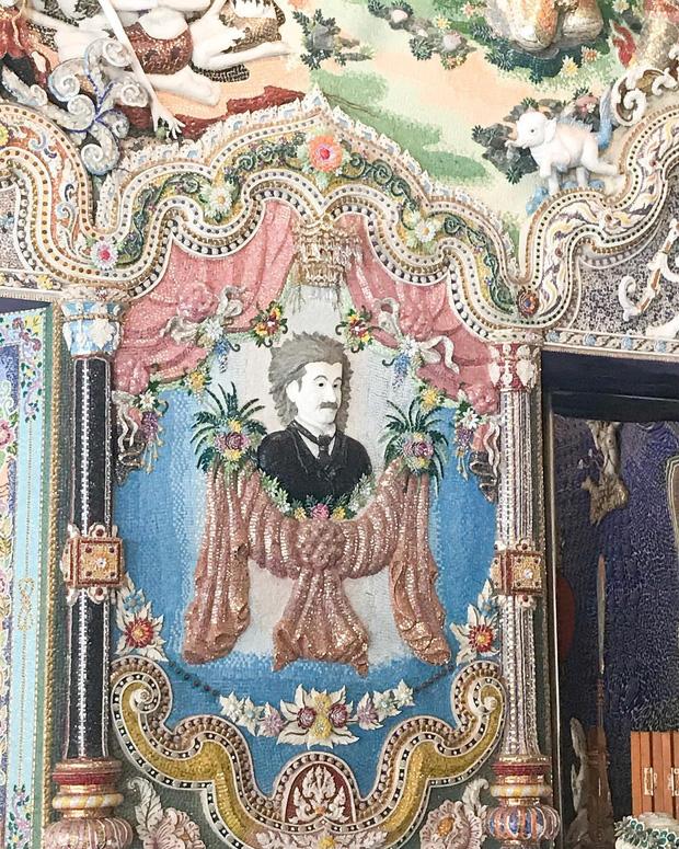 Ngôi chùa Thái Lan có tượng David Beckham và Pikachu đặt dưới bệ thờ - Ảnh 12.