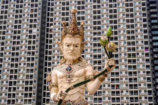 Ngôi chùa Thái Lan có tượng David Beckham và Pikachu đặt dưới bệ thờ - Ảnh 14.
