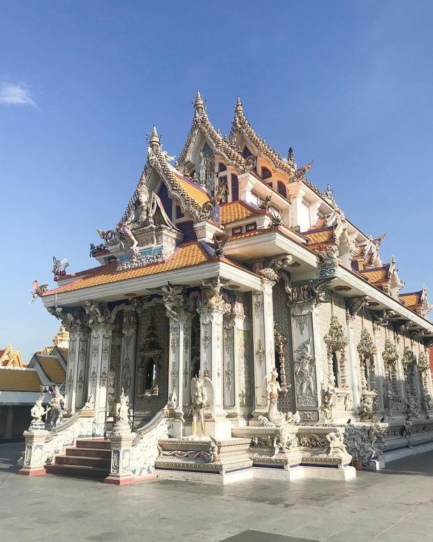 Ngôi chùa Thái Lan có tượng David Beckham và Pikachu đặt dưới bệ thờ - Ảnh 16.