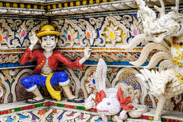 Ngôi chùa Thái Lan có tượng David Beckham và Pikachu đặt dưới bệ thờ - Ảnh 5.