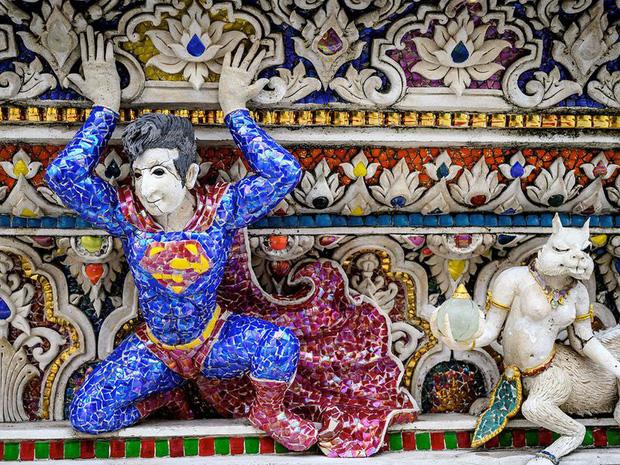 Ngôi chùa Thái Lan có tượng David Beckham và Pikachu đặt dưới bệ thờ - Ảnh 7.