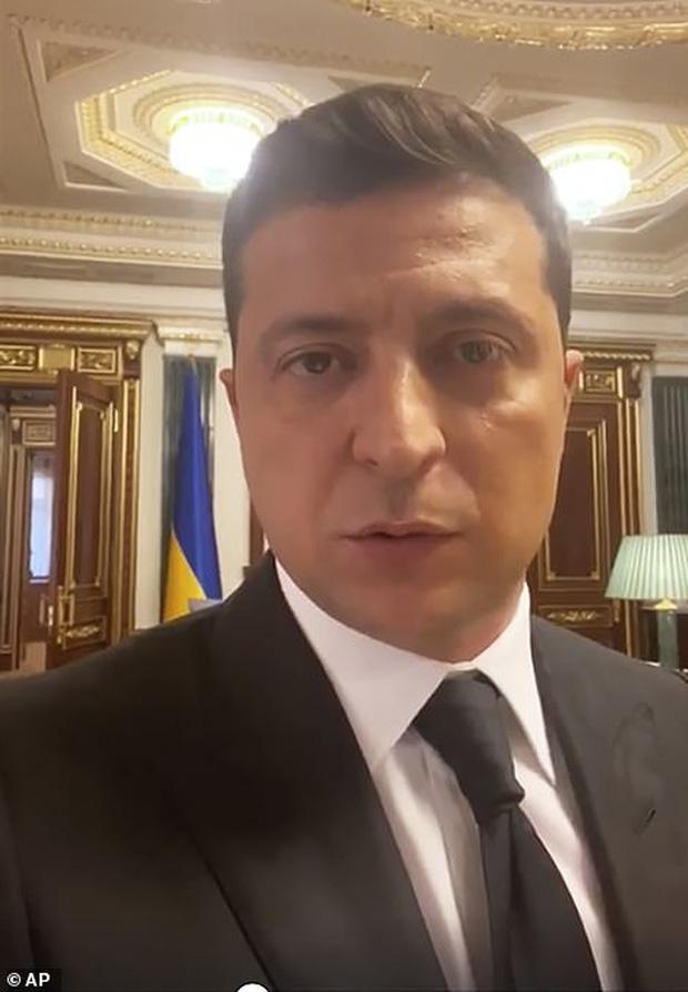 Tay súng bắt cóc 20 con tin để yêu cầu tổng thống Ukraine quay clip quảng cáo phim bảo vệ động vật - Ảnh 2.