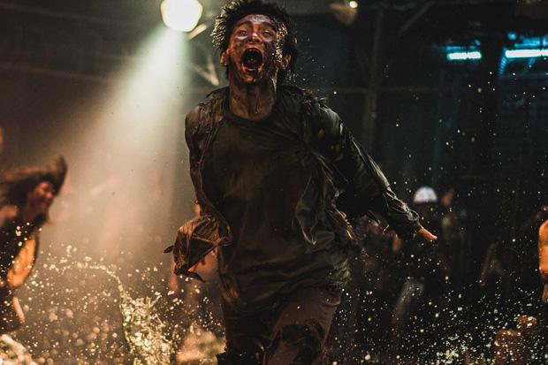 6 giả thuyết rợn người ở bom tấn Train To Busan 2: Con gái Gong Yoo vẫn còn sống, zombie sắp xâm chiếm cả thế giới rồi? - Ảnh 7.