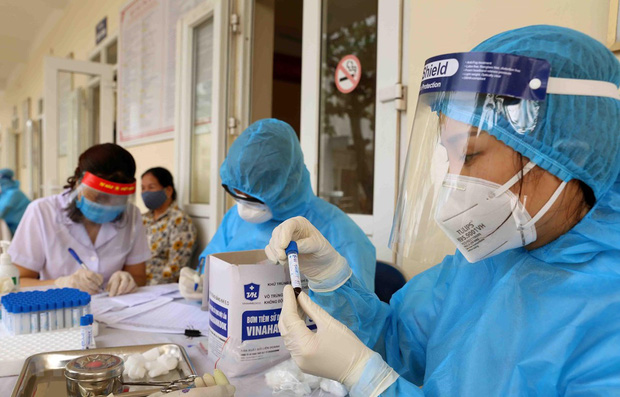 Thêm 11 ca mắc COVID-19 liên quan đến BV Đà Nẵng, trong đó có 4 nhân viên y tế - Ảnh 1.