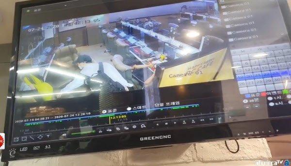 Đang loay hoay dọn dẹp, nữ streamer Hàn Quốc bất ngờ bị kẻ biến thái chụp lén dưới váy - Ảnh 2.