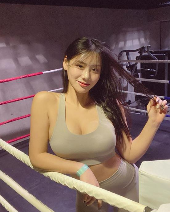 Sở hữu body bốc ná thở và vòng 1 phồn thực, hot girl vẫn được xếp vào hàng béo, lệch chuẩn nghiêm trọng vì lý do này - Ảnh 26.