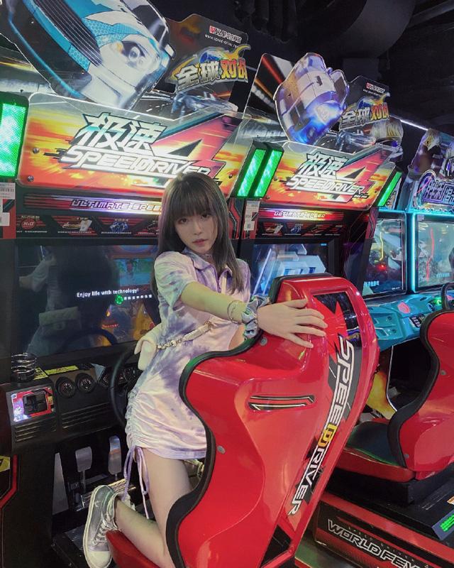 Sau lùm xùm bị đồn là người mẫu khiêu gợi, nữ BLV gợi cảm nhất LMHT Trung Quốc nói lời chia tay LPL - Ảnh 4.