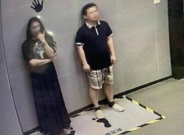 Hẹn bạn gái mạng tới khách sạn, anh chàng phát hoảng khi phát hiện ra sự thật, phải cầu cứu cảnh sát mới yên thân rời đi - Ảnh 1.
