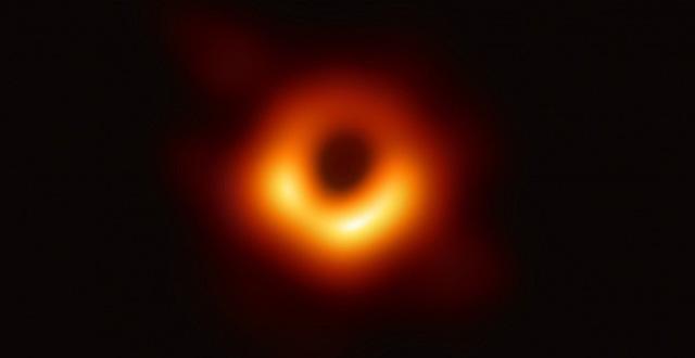 Phát hiện lỗ đen siêu khổng lồ nặng gấp 34 tỷ lần Mặt Trời, háu ăn đến mức mỗi ngày đều nuốt chửng một ngôi sao - Ảnh 2.