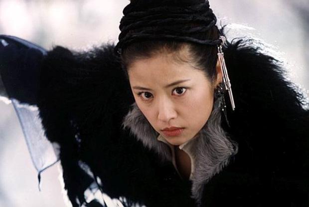 9 mỹ nhân hóa sát thủ siêu ngầu trên phim Trung: Chương Tử Di khí chất ngời ngời, Lưu Diệc Phi hứng trọn gạch đá - Ảnh 16.