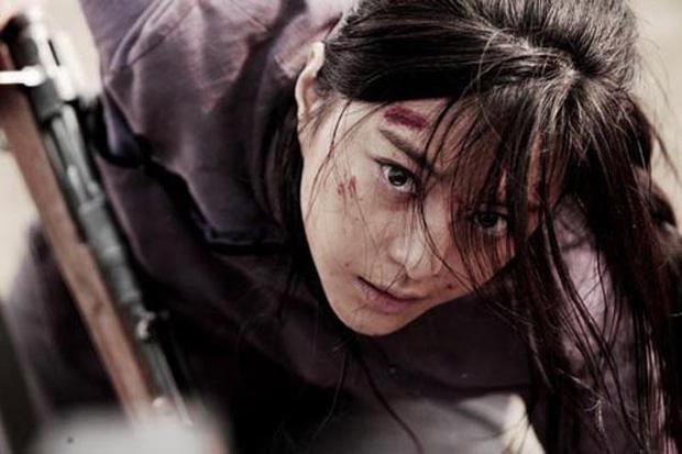 9 mỹ nhân hóa sát thủ siêu ngầu trên phim Trung: Chương Tử Di khí chất ngời ngời, Lưu Diệc Phi hứng trọn gạch đá - Ảnh 10.
