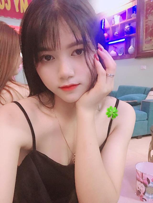 Góc mlem: Hot girl Thục Sơn thế hệ Z khoe ảnh, check in sexy điên đảo sau 1 đêm khiến 500 anh em không kịp đỡ - Ảnh 1.