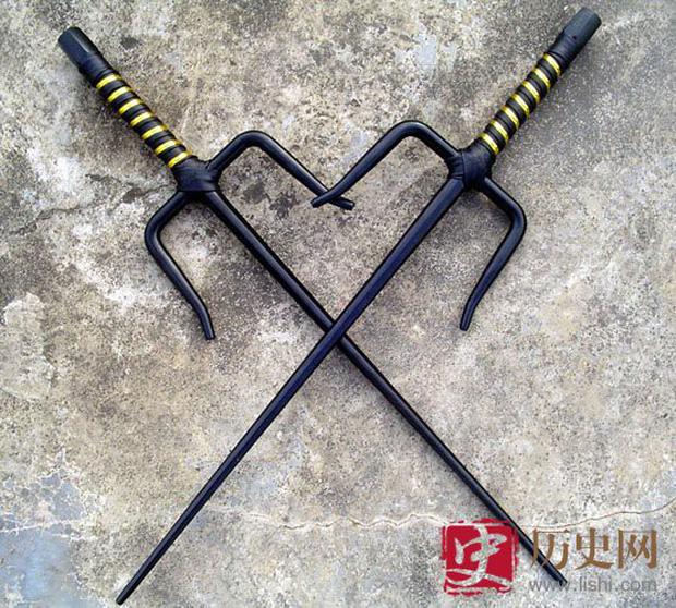 4 loại binh khí quái dị nhất từng được người Trung Hoa sử dụng, bút giá xoa là ác mộng của samurai Nhật Bản - Ảnh 4.