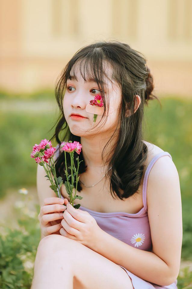 Nữ sinh Nghệ An gây chú ý vì cái nhăn mặt xinh đẹp trong kỳ thi tốt nghiệp THPT 2020 - Ảnh 5.