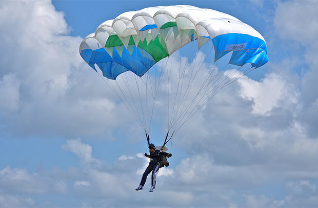Rơi từ độ cao 4420m, người phụ nữ được cứu mạng nhờ đáp trúng ổ kiến lửa - Ảnh 2.