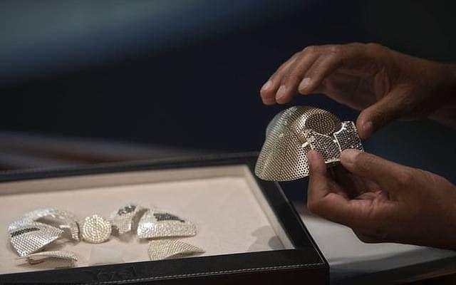 Khẩu trang hàng khủng số 1 thế giới: Giá 34 tỷ đồng, được nạm kín kim cương - Ảnh 1.