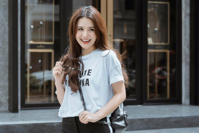 Nhan sắc Phanh Lee ngày càng quyến rũ sau đám cưới với bạn trai doanh nhân - Ảnh 2.