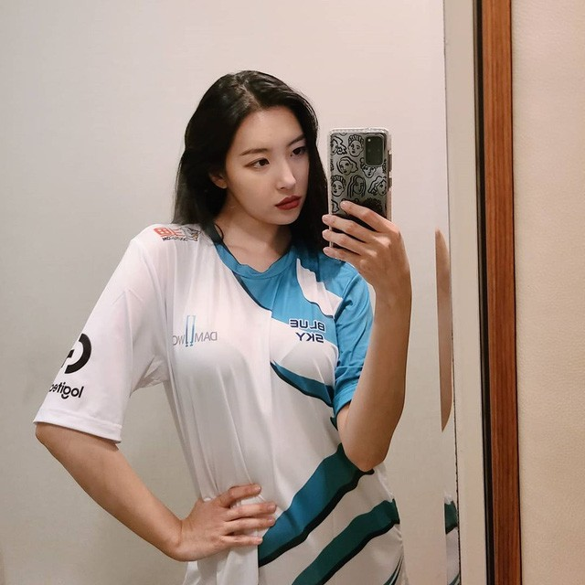 DAMWON Gaming - Đội tuyển số hưởng nhất LCK, từ nữ idol nóng bỏng đến MC duyên dáng đều trở thành fan cứng - Ảnh 6.