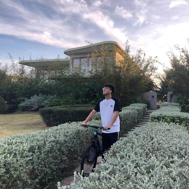 Soi ảnh hội anh em Độ Mixi khi du lịch: Tộc trưởng check-in kiểu Cao Bằng, trai trẻ lại vô cùng chanh sả - Ảnh 6.