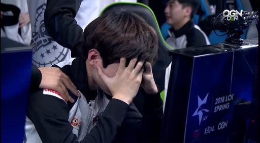 Deft òa khóc sau trận thắng Gen.G, nhưng lại bị đàn em phũ đẹp: Nghe anh ấy khóc em còn tưởng team vừa thua - Ảnh 3.