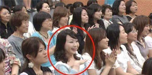1 năm sau khi chương trình lên sóng, khán giả mới nhận ra hình ảnh chị gái nghiêng đầu trong đó gây xôn xao MXH Nhật vì quá đáng sợ - Ảnh 4.