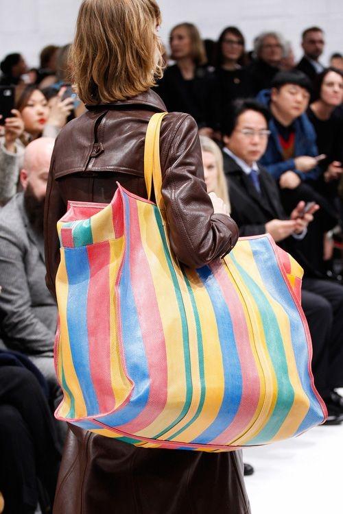 15 triệu để mua thắt lưng sợi vải của LV, cư dân mạng ngạc nhiên vì 'trông hệt như sợi dây dù' 5.000 đồng - Ảnh 6.