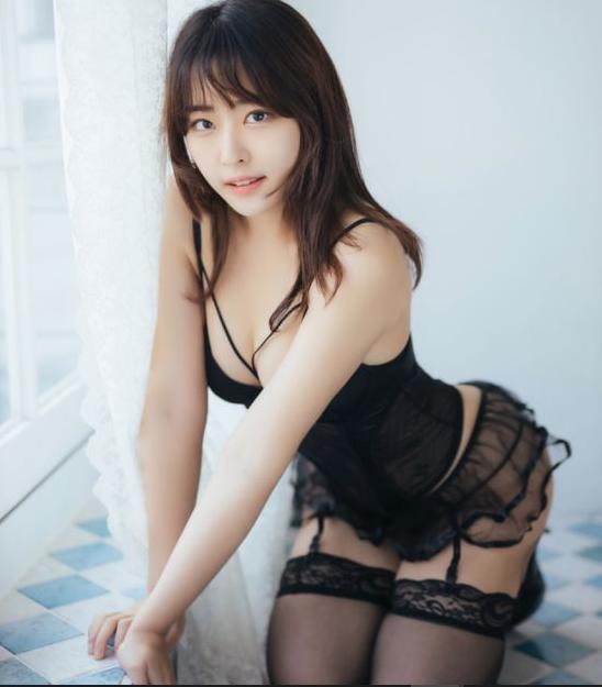 Sáng làm người mẫu, chiều cosplay, tối lên sóng quẩy game, cô nàng streamer hoàn hảo tới từng milimet khiến fan thổn thức - Ảnh 6.