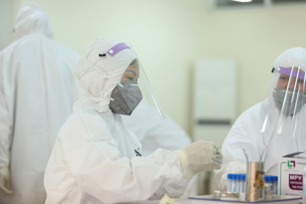 Nhân viên xe bus dương tính lần 1 với SARS-CoV-2 ở Hà Nội: Test nhanh âm tính vào ngày 31/7, đi nhiều nơi trong vòng 14 ngày - Ảnh 2.