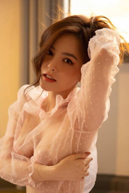 Chiêm ngưỡng dàn mỹ nhân Việt mặc nội y xuyên thấu đốt mắt cư dân mạng - Ảnh 1.