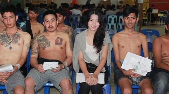 Loạt hình các người đẹp chuyển giới Thái Lan sẵn sàng nhập nghĩa vụ quân sự - Ảnh 5.