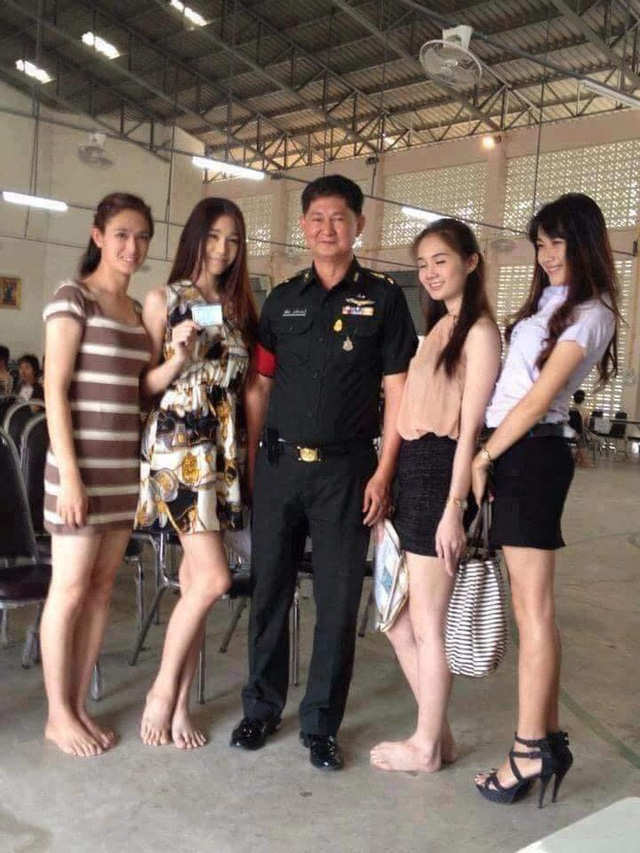 Loạt hình các người đẹp chuyển giới Thái Lan sẵn sàng nhập nghĩa vụ quân sự - Ảnh 12.