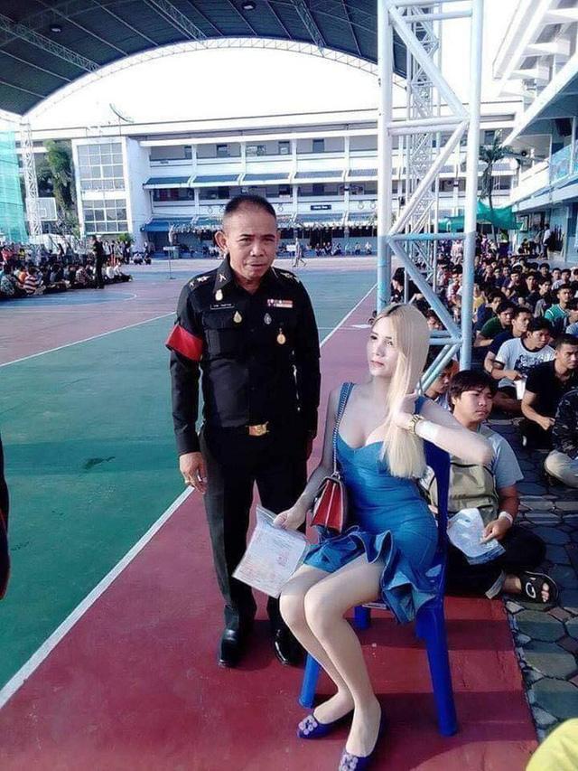 Loạt hình các người đẹp chuyển giới Thái Lan sẵn sàng nhập nghĩa vụ quân sự - Ảnh 13.