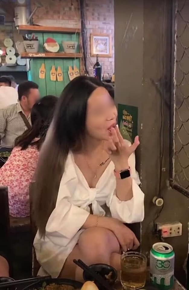 Tuyển tập loạt scandal đình đám MXH 1 tháng qua: Từ bà cô nhặt của rơi không trả lại người mất tới nam vương thả thính thều thào lộ clip nóng - Ảnh 9.