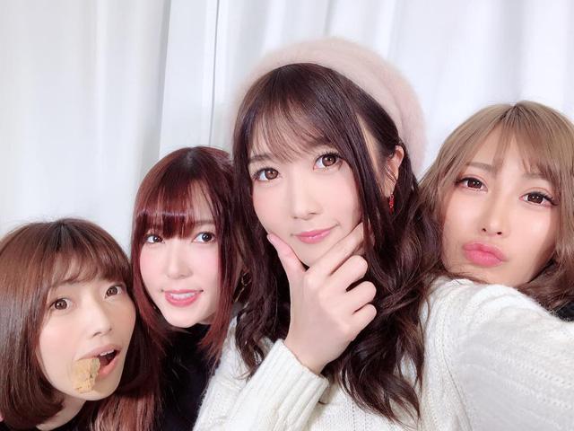 Loạt cặp bạn thân nổi tiếng trong làng AV Nhật Bản: Toàn gái xinh bắt cặp với nhau! - Ảnh 10.