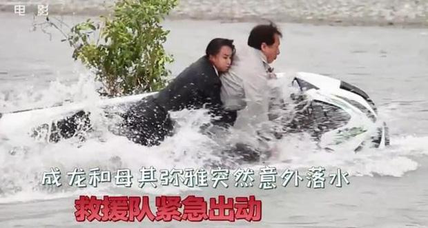 Thành Long gặp tai nạn hậu trường nghiêm trọng, mất tích dưới nước khiến cả ekip lo sốt vó - Ảnh 5.