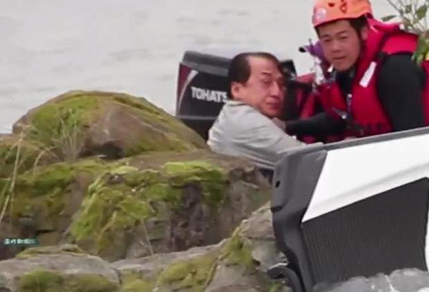 Thành Long gặp tai nạn hậu trường nghiêm trọng, mất tích dưới nước khiến cả ekip lo sốt vó - Ảnh 7.