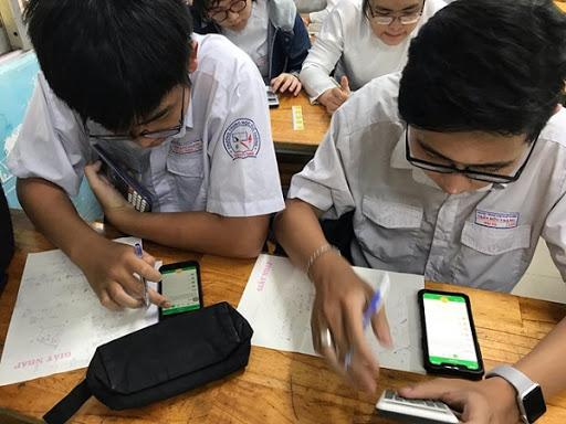 Chính thức cho phép học sinh dùng điện thoại trong giờ học, nhưng chớ vội vui mừng, mọi thứ không như trong mơ - Ảnh 2.
