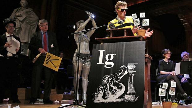 Đến hẹn lại lên: Cùng nhau cười rụng rốn với các nghiên cứu đạt giải Ig Nobel 2020, kèm phần thưởng không thể thốn hơn từ ban tổ chức - Ảnh 1.