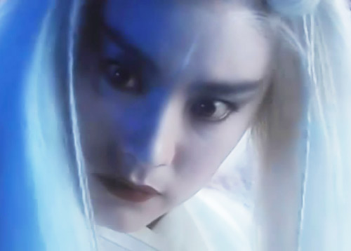 Loạt mỹ nhân Hoa ngữ đọ độ quyến rũ trong tạo hình tóc trắng - Ảnh 7.