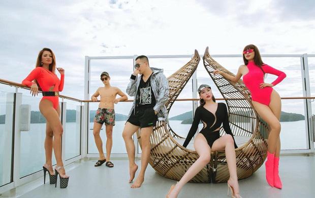 Bạn thân 15 năm của Ngọc Trinh gây xôn xao với bộ monokini ấn tượng, khoe body bốc lửa - Ảnh 8.