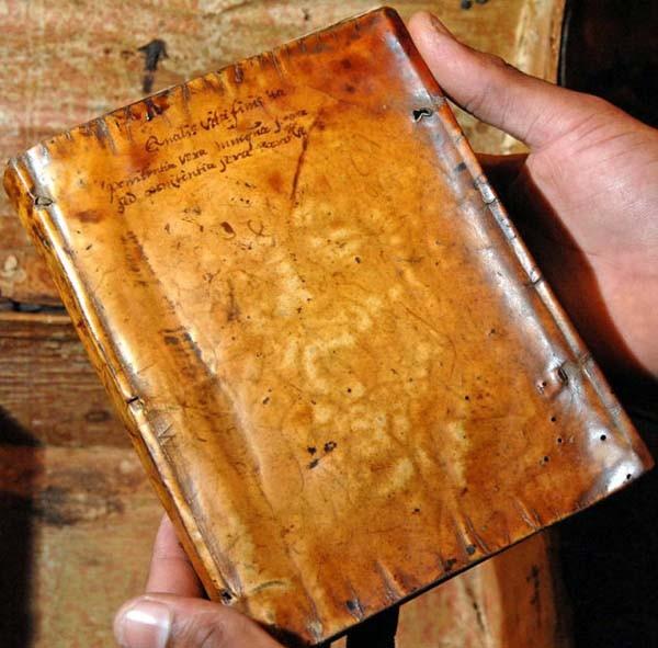 Chuyện kinh dị về những cuốn sách được bọc bằng da người thật trong thư viện Harvard - Ảnh 3.
