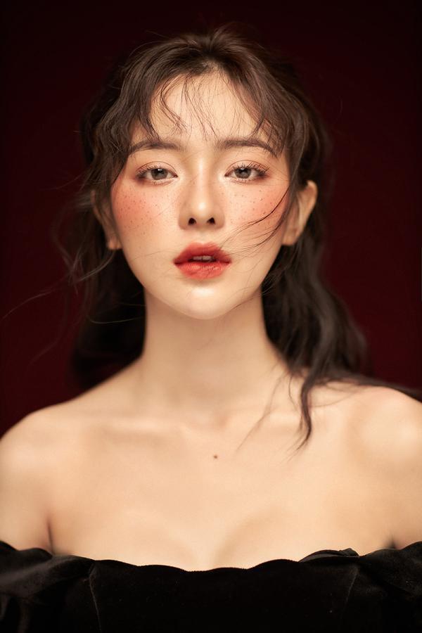 Sở hữu nhan sắc và thần thái giống Địch Lệ Nhiệt Ba y như đúc, hot girl 10x khiến dân mạng sốc nặng - Ảnh 6.
