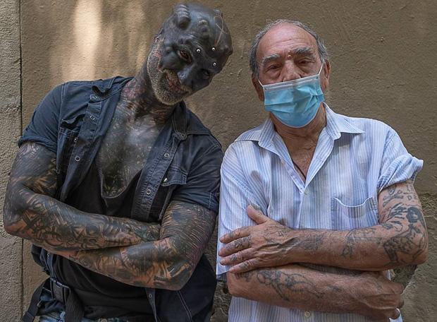 Đẹp trai không muốn, anh chàng quyết tâm phẫu thuật mặt, cắt mũi xẻ lưỡi cho giống người ngoài hành tinh nhất có thể - Ảnh 2.