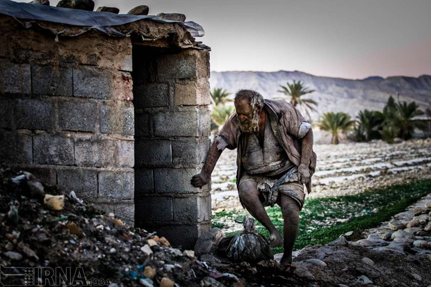 Chân dung người đàn ông được mệnh danh bẩn nhất thế giới suốt hơn 60 năm không tắm dù chỉ 1 lần, nhìn diện mạo ai cũng rùng mình - Ảnh 10.