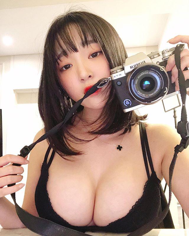 Bất ngờ đăng ảnh siêu táo bạo lên khoe, nàng streamer xinh đẹp khiến fan sốc nặng, cứ ngỡ đổi nghề sang Nhật diễn xuất - Ảnh 3.