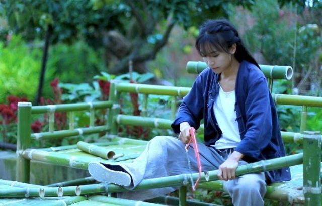 Bỏ qua bà Tân Vlog, hot girl làng YouTube Lý Tử Thất khen ngợi sự bình yên của kênh Ẩm Thực Mẹ Làm - Ảnh 5.