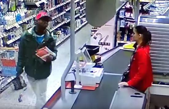 [Góc giải đố] Tên trộm ăn cắp 100 USD rồi dùng nó để mua số hàng 70 USD và được trả lại 30 USD, hỏi chủ cửa hàng tổn thất bao nhiêu? - Ảnh 1.