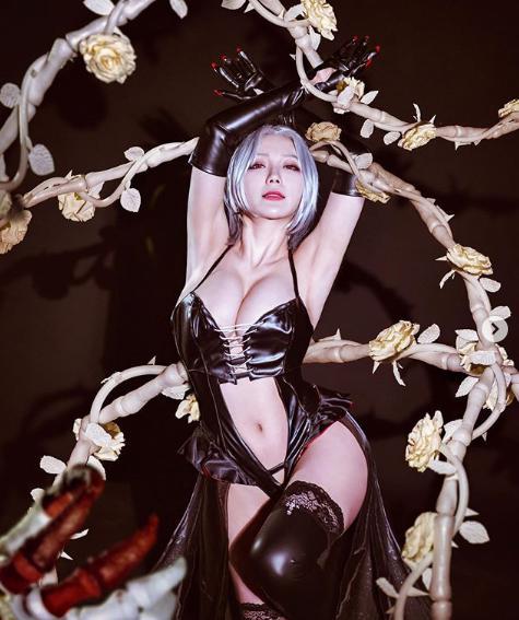 Điểm mặt những cô nàng hot girl siêu phẩm cosplay sở hữu vòng một ấn tượng nhất (P.2) - Ảnh 4.